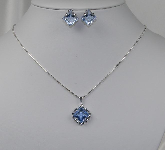 Levná souprava štrasové bižuterie náušnice a náhrdelník (Levná souprava štrasové bižuterie náušnice a náhrdelník)