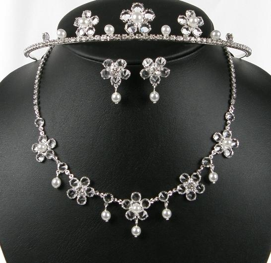Svatební souprava perličky náhrdelník, korunka a náušnice