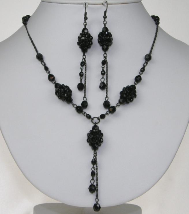 Souprava černé bižuterie náušnice a náhrdelník