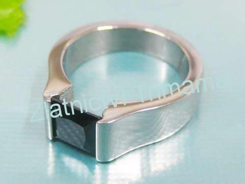 Prsten černý zirkon z chirurgické oceli OPR1130 (Ocelový prsten s černým kamínkem )