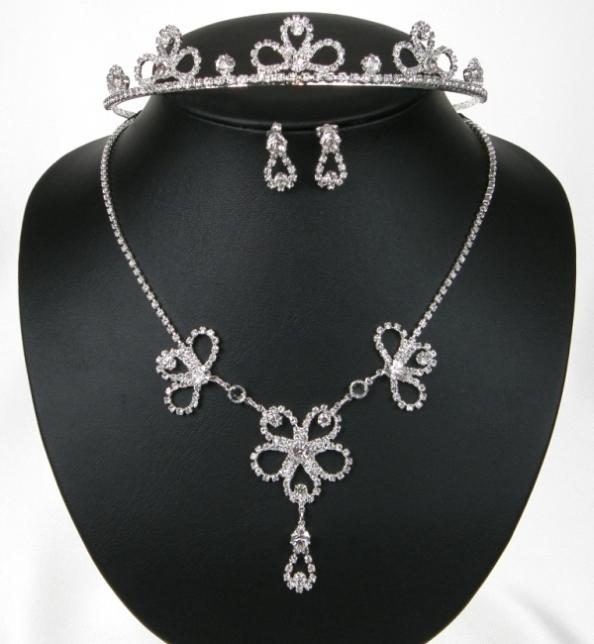 Souprava se šperky štrasové svatební bižuterie - náhrdelník + naušnice s puzetou (Souprava se šperky štrasové svatební bižuterie - náhrdelník + naušnice s puzetou + Korunka do vlasů)