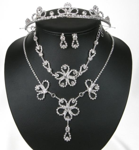 Souprava se šperky štrasové svatební bižuterie - náhrdelník + naušnice s puzetou (Souprava se šperky štrasové svatební bižuterie - náhrdelník + naušnice s puzetou + Náramek + Korunka do vlasů)