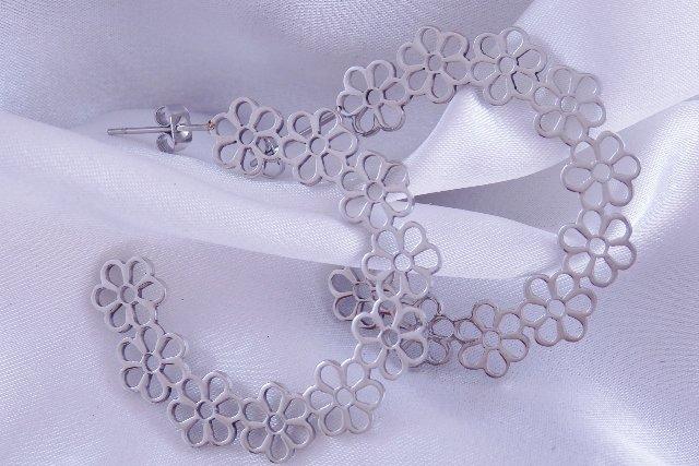 Náušnice kruhy kytičky chirurgická ocel POŠTOVNÉ ZDARMA